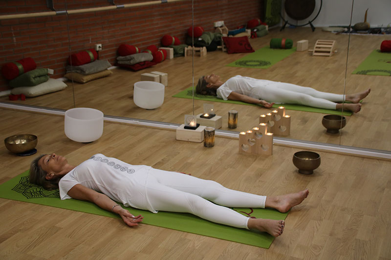 posture du cadavre yoga